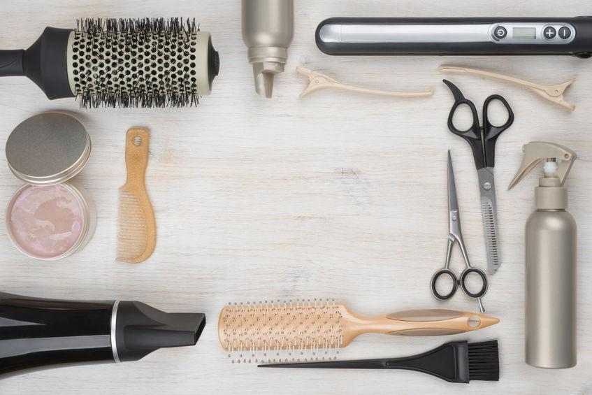 Coiffure à domicile : De quels accessoires et appareils doit
